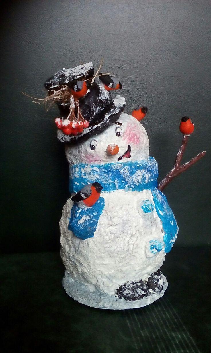 Снеговик со снегирями из папье-маше