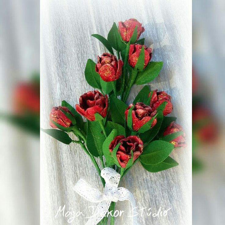 Rózsák tojástartóból