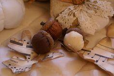 GRATIS OTOÑALES DECOR TUTORIALES: Tejido calabazas, los titulares de tarjeta del lugar, Tela Bellotas y hojas Esqueleto de papel