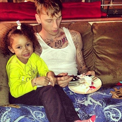 Is this not the cutest thing EVER?! Casie & daddy time! MGK #MachineGunKelly Machine Gun Kelly
