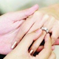Cincin Pertunangan Bisa Meramal Masa Depan Hubungan?