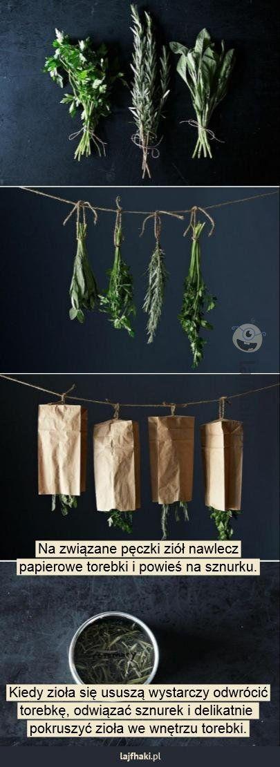Jak sprawnie suszyć zioła - Na związane pęczki ziół nawlecz papierowe torebki i powieś na sznurku. Kiedy zioła się ususzą wystarczy odwrócić torebkę, odwiązać sznurek i delikatnie pokruszyć zioła we wnętrzu torebki.