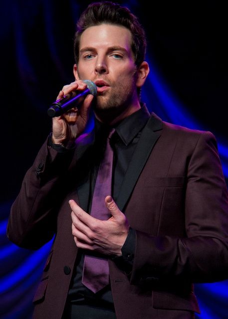 Chris Mann covered Robbie Williams' song Angels during his Blissdom 12 Performance.: Photo, Songs Angel