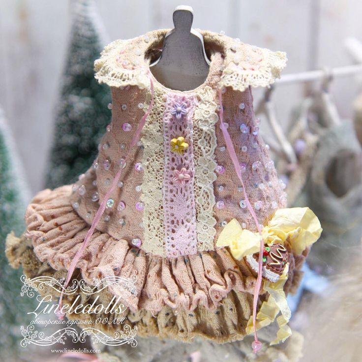 Шила платье иглами от роз