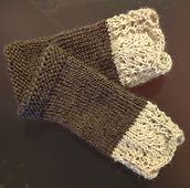 Oslo wrist warmers #knitting #pattern #mittens #lace