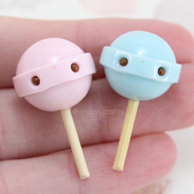 Some kawaii dum dum miniatures! I say miniatures because I forgot to add the eyepins to make it a charmYes they look like baby rattles but they are lollipops ok? Anyways hope you all are having a nice weekend!✨I'm working on another small shop update so be sure to follow me backup account @amazin_crafts_backup to see what I'm up to