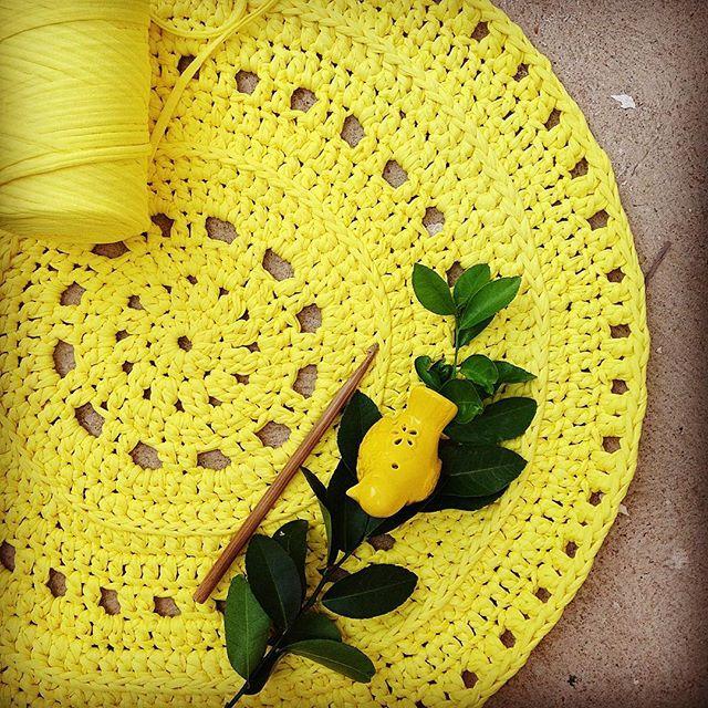 Желтый ковер крючком