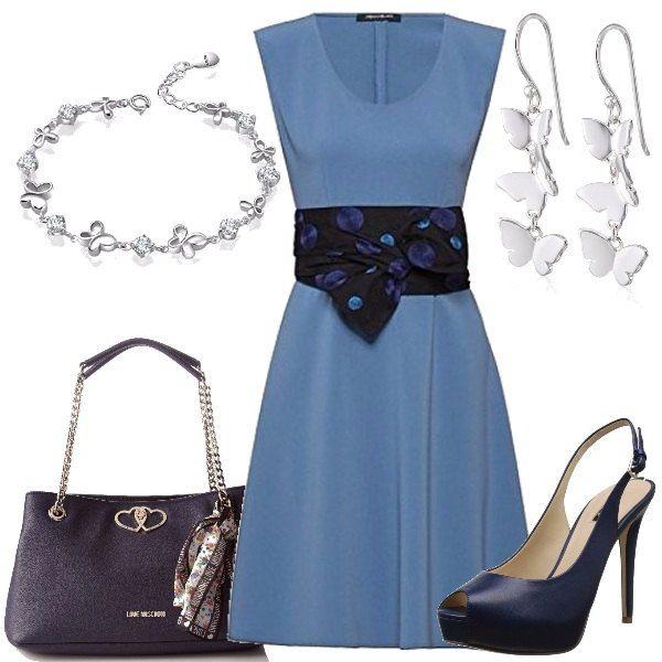 Un vestito meraviglioso, per una cerimonia o per una serata elegante, con cintura a fascia abbinato a décolleté con tacco a spillo in pelle, borsa a mano, orecchini e bracciale.