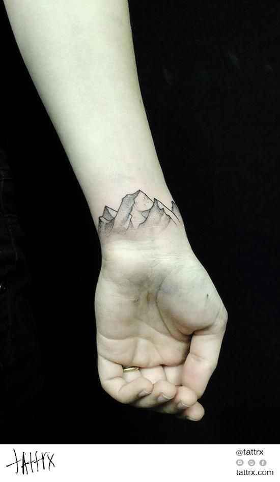 Une montagne : | 57 idées géniales de tatouages pour poignets