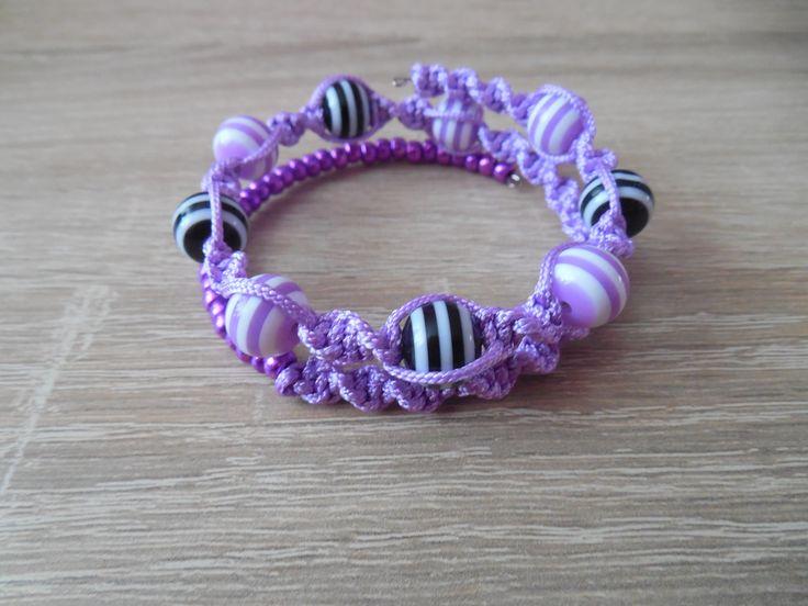 macrame bracelet. memory wire.