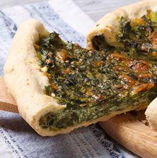 Μια από τις πιο νόστιμες, νηστίσιμες πίτες που έχω δοκιμάσει στην περιοχή της Θεσσαλίας. Η εξαιρετική υφή της γέμισης συμπληρώνετε από το τραγανό φύλλo