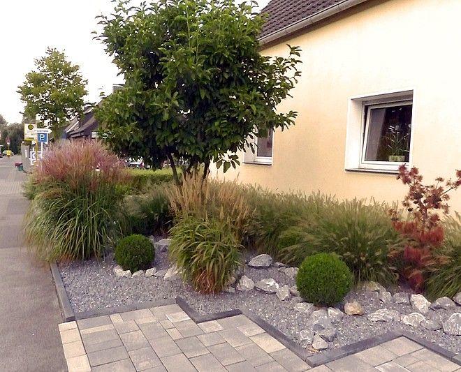 vorgartengestaltung mit gräsern, buxkugeln und kalksteinfelsen, Garten ideen