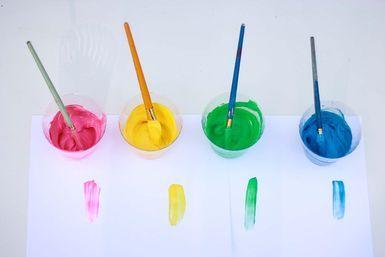Pintura de yogur y colorantes de comida - Ana Cabreira