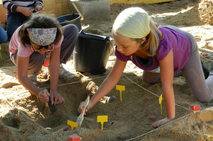 Entrez dans la peau d'un archéologue, d'un astronome, d'un bâtisseur et pleins d'autres animations au Village des sciences d'Oyonnax ! Samedi 12 oct. (10h-12h et 13h30-19h)