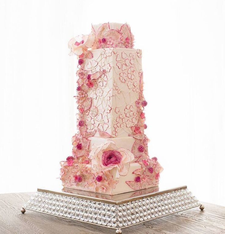 Follow @cake_wedding for amazing cake insp Photo @albinacakedesign #wedding #weddingcake