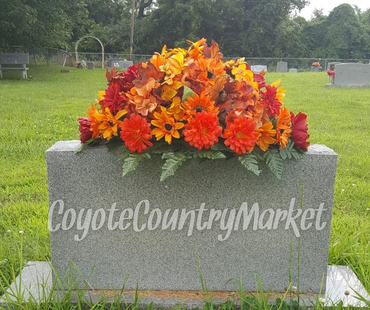 Christmas Grave Decorations Uk: The 25+ Best Cemetery Flowers Ideas On Pinterest