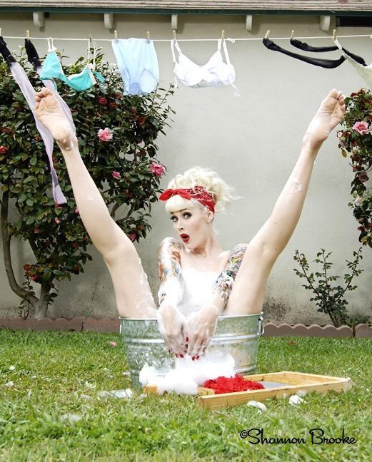 Ah, love this pose! :: Modern Day Pin Up Girls:: Rockabilly Pin Up:: Pin Up Girls
