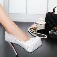 O pereche de pantofi cu care chiar şi perlele te vor invidia! ...