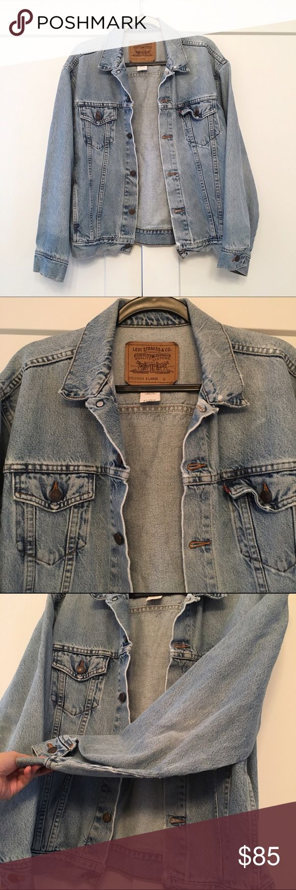 Vintage Levi's Denim Jean Jacket Levi's boyfriend jean jacket, size XL on tag - I'm pretty sure it's a women's XL. Can prob fit a S-XL depending on desired fit and it you want an oversized look. I'm going to mark it a L on this listing. I'm a small and I could wear it as an oversized jacket and it looks super cool. Will also list it under men's as this can def be unisex! Small signs of wear here and there which adds to the distressed feel. Overall excellent condition! Can give measurements…