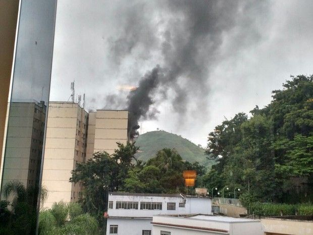 CONEXÃO BOMBEIRO : Fogo atinge prédio residencial em Barra Mansa, RJ,...