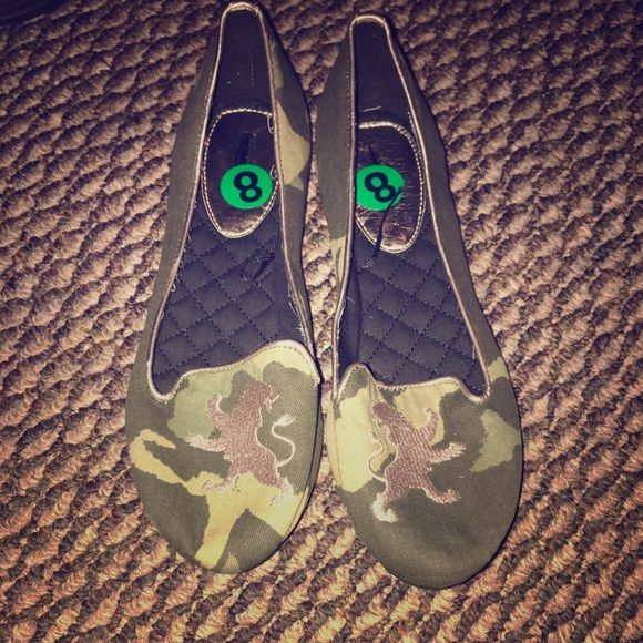 Express store brand camoflauge flats size 8 new Never wore them only tried on camp/gold crest ballet flat Express Shoes Flats & Loafers