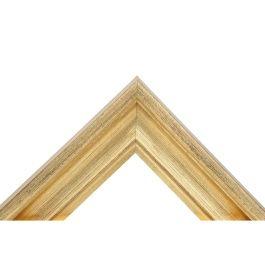 Oden Antique Gold ger dig en levande ram med sin antika genomslipade yta, bestående av en förgylld guldbeläggning. Profilen är bred och passar därför bra till stora ramar. En vinkelrät och rak utsida skapar ett stilrent intryck från sidan, medan hålkälet ger mjuka former när man ser den från framsidan. Oden Antique Gold passar bra alla typer av inramningar. Bredd: 48 mm. Höjd: 29 mm. Falsdjup: 6 mm.