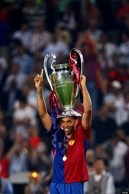ROME - MAY 27: Thierry Henry of Barcelona lifts the trophy as he celebrates winning the UEFA Champions League Final match between Manchester United and Barcelona at the Stadio Olimpico on May 27, 2009 in Rome, Italy. (Photo by Laurence Griffiths/Getty Images)