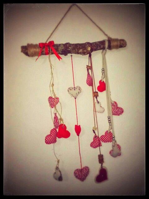 Mobil con rama y corazones de tela, para los más romanticos ^.^
