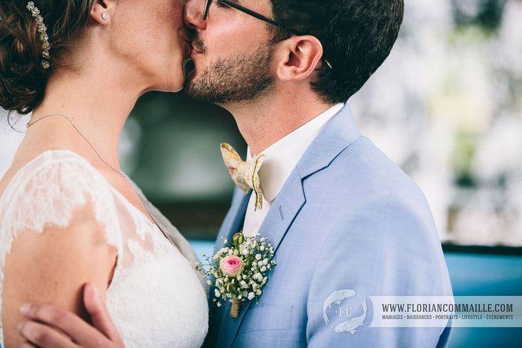 Photo : Florian Commaille Noeud papillon / bowtie Le Colonel Moutarde Liberty claire aude jaune pastel, costume de mariage trois pièces bleu ciel samson