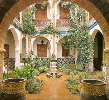 36 best images about mediterranean gardens on pinterest for Homes with enclosed courtyards