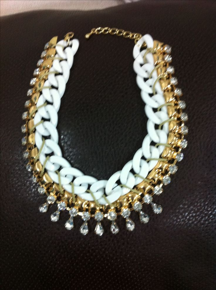 White/gold necklace