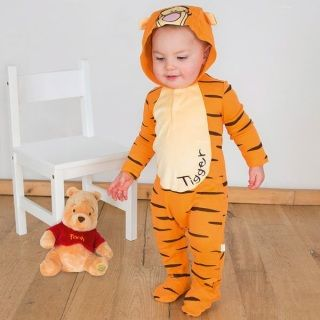 Share your baby's first Disney experience with this Tigger – Jersey Romper with hood Lightweight cotton jersey romper with an easy popper fastening and embroidered design to the front of the body - The hood features the embroidered character face.   Age/Size:  0-3 months