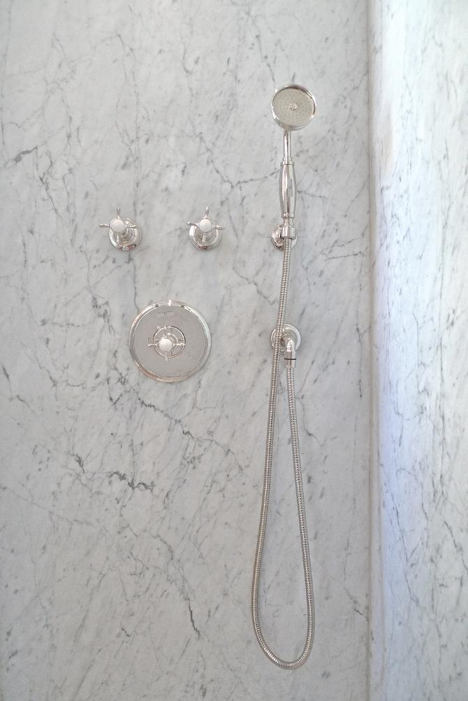 www.jeysenolesen.se © : bathroom design : residential project, stockholm : (waterworks brassware on carrara)