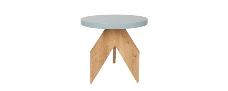 """Tafel """"Rocket"""" Geborsteld eiken met een rond tafelblad in een blauwgrijze kleur. Op bestelling te verkrijgen."""