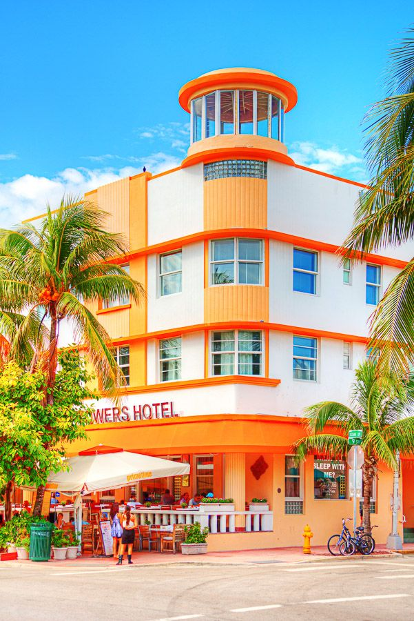 Ocean Drive, Miami Beach, Florida >>
