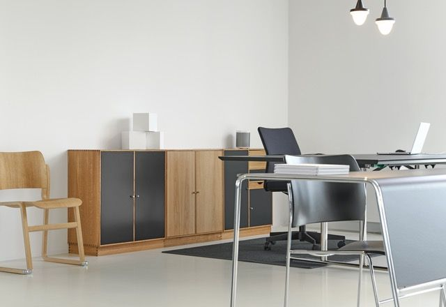 Szafa żaluzjowa to nowość wśród mebli, która może odświeżyć każde pomieszczenie, a także ułatwić życie mieszkańcom lub pracownikom w biurze. #szafa #żaluzjowa | http://polinskimeble.pl/161-szafy-aktowe-%C5%BCaluzjowe