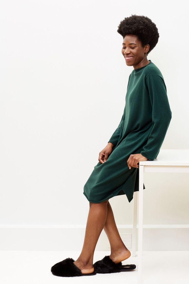 Iris cashmere dress in Glencoe green | Arela