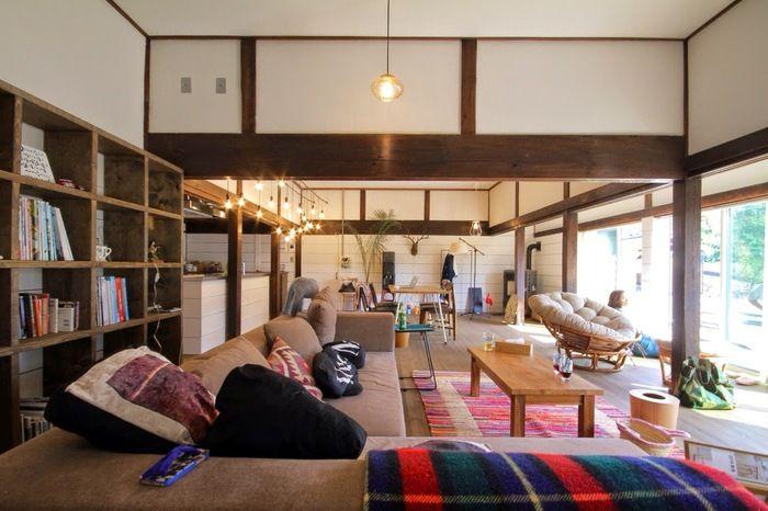 古いお家を現代の暮らしに合うように。また、新しさのなかにも古き良き物を…。古くから伝わってきた日本の良さを感じながら暮らしを楽しみたい方へ、お部屋を和モダンなインテリアにするためのテクニックや実例をご紹介します。