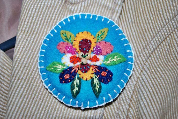 beautiful handmade felt  folk broch https://www.facebook.com/hapi62