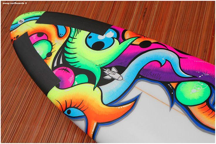 Artiste discrète et réfléchie, Frédérique était cet été sur la plage de Vieux-Boucau pour customiser la planche de surf. La jeune femme surfe, peint et dessine, elle est aussi enseignante. Voici quelques éléments de réponses aux questions la concernant...