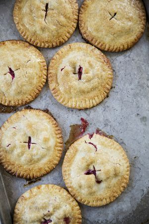 Cranberry Hand Pies / Thanksgiving Recipes / heirloomed