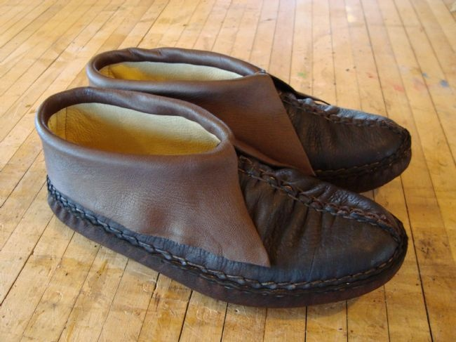 Poppen Moccasins: Barefoot Shoes, Poppen Moccasins, Canoeing, Athelt Shoes, Comforter Moccosin, Footwear, Sewing Ideas, Minimalist Shoes, Hands Sewn