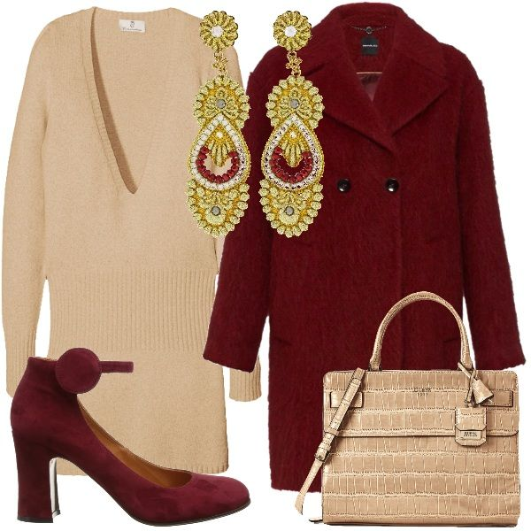 Outfit per un'occasione speciale, magari un pranzo fuori, basato sulla combinazione di un caldo rosso e del beige, e dalla preziosità dei tessuti. Il vestito beige, ha una profonda scollatura a V, ed è in misto cashmere, il cappotto classico è in misto lana, mohair e alpaca. Particolari Mary Jane scamosciate e borsa a mano beige, come il vestito. Per illuminare l'insieme, orecchini pendenti oro e inserti rossi.