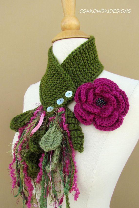 Magenta Flower Scarflette por gsakowskidesigns en Etsy