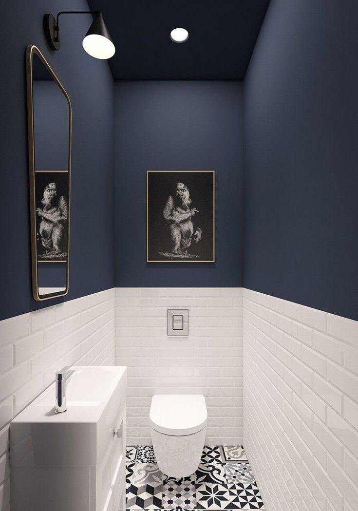 Un plafond et des murs ton sur ton dans les WC