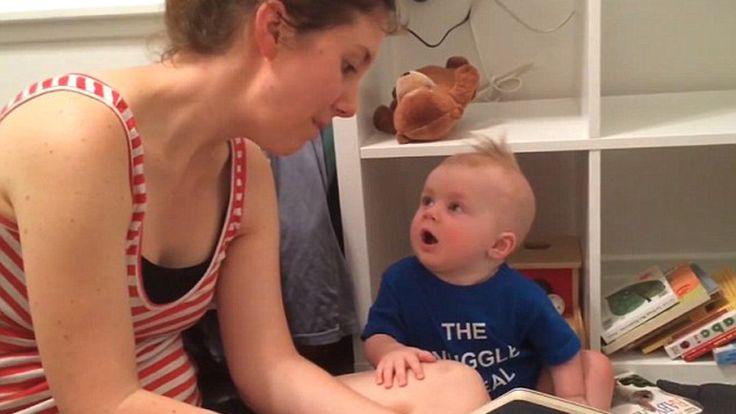 A tündéri baba szívesen hallgatta-nézegette volna tovább a nyuszis mesét, a könyv azonban véget ért. Az élet már csak ilyen kegyetlen.