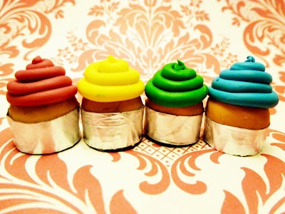 Adorable cupcake magnets!