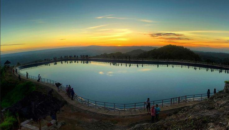 Indahnya sunset dari lokasi wisata embung nganggeran - http://panwis.com/yogyakarta/wisata-embung-nglanggeran/