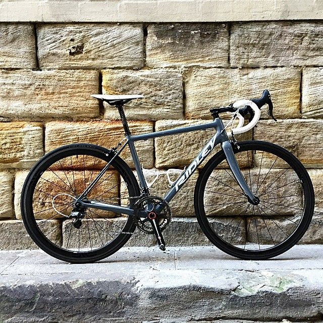 """mostexerent:  Ms Voss is ready to dance. For those that want the details:  - 2014 Campagnolo Super Record Ti (170 crank, 52/36 chain-ring and 11-25 cassette) - Thomson """"Elite"""" stem (110), bars (420) and """"Masterpiece"""" 27.2/35 seat-post (un-cut) - Fizik Arione R1 saddle & tape - SpeedPlay SS pedals - 2 x Arundel carbon """"Mandible"""" cages - 2013 ENVE S.E.S 3.4 clinchers with Veloflex """"Corsa"""" 25mm front and rear.. Final weight as seen and above 6.5kg. If I'd gone with my Zipp 202FC Clinchers, ..."""