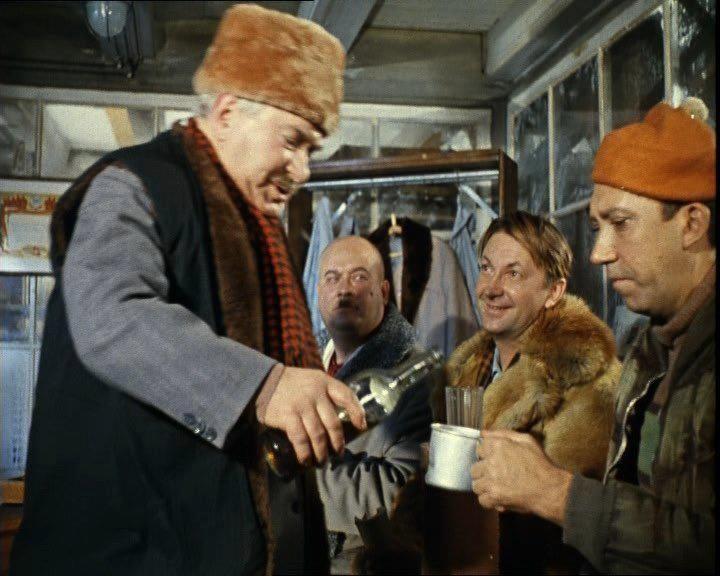 """«Операция """"Ы"""" и другие приключения Шурика» — советский комедийный художественный фильм, снятый в 1965 году режиссёром Леонидом Гайдаем. Картина имела большой успех, была лидером кинопроката в СССР в 1965 году. Её посмотрели 69,6 миллионов зрителей. В том же 1965 году на фестивале короткометражных фильмов в Кракове новелле «Наваждение» был присуждён главный приз — «Серебряный дракон Вавеля». Сюжет ...фильма составлен из трёх новелл: «Напарник», «Наваждение» и «Операция """"Ы""""». Все три новеллы…"""